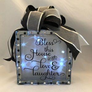 Glass light box with 8 light modes